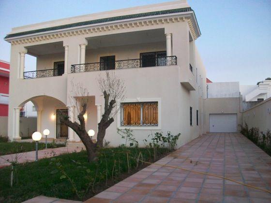 les villas modernes en tunisie id e inspirante pour la conception de la maison. Black Bedroom Furniture Sets. Home Design Ideas