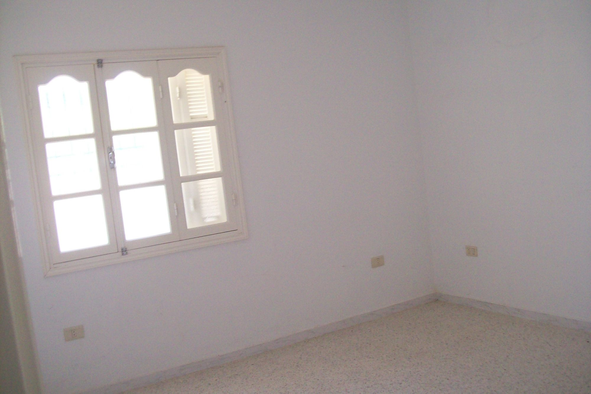 Av appartement au rdc plein centre ville hammamet 135md for Vente appartement rdc