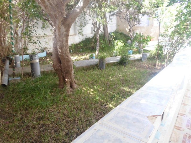 Villa sur 2 niveaux avec jardin richement meubl for Jardin 2 niveaux