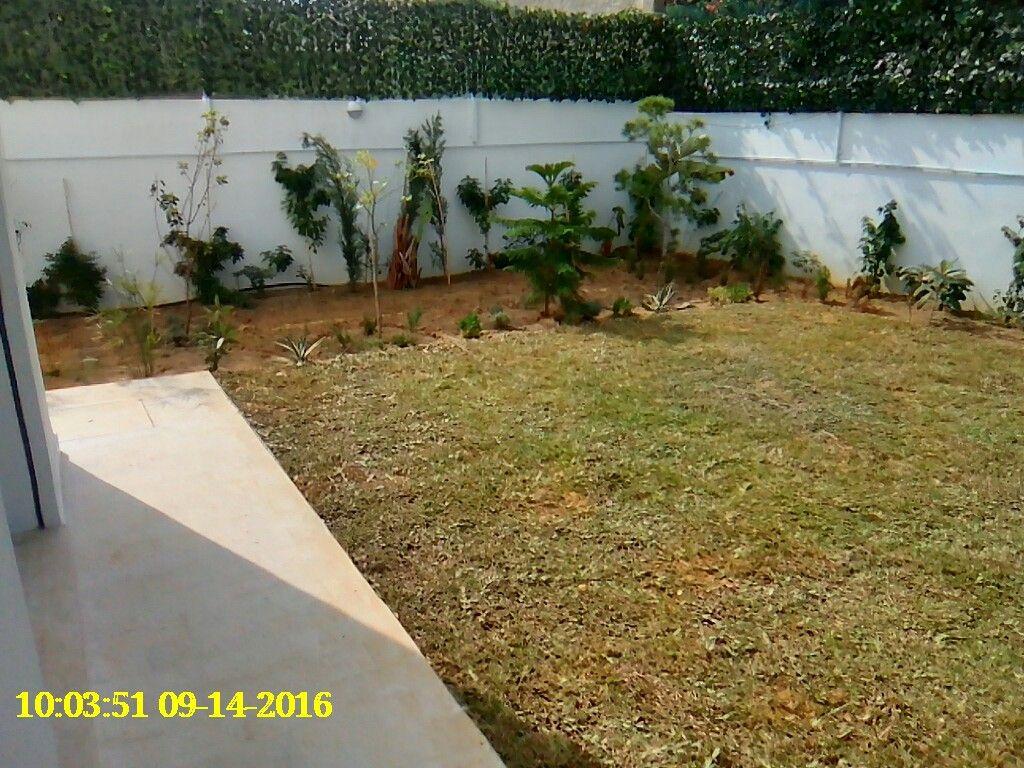 Villa neuve avec jardin et garage location villa cit for Villa avec jardin tunisie