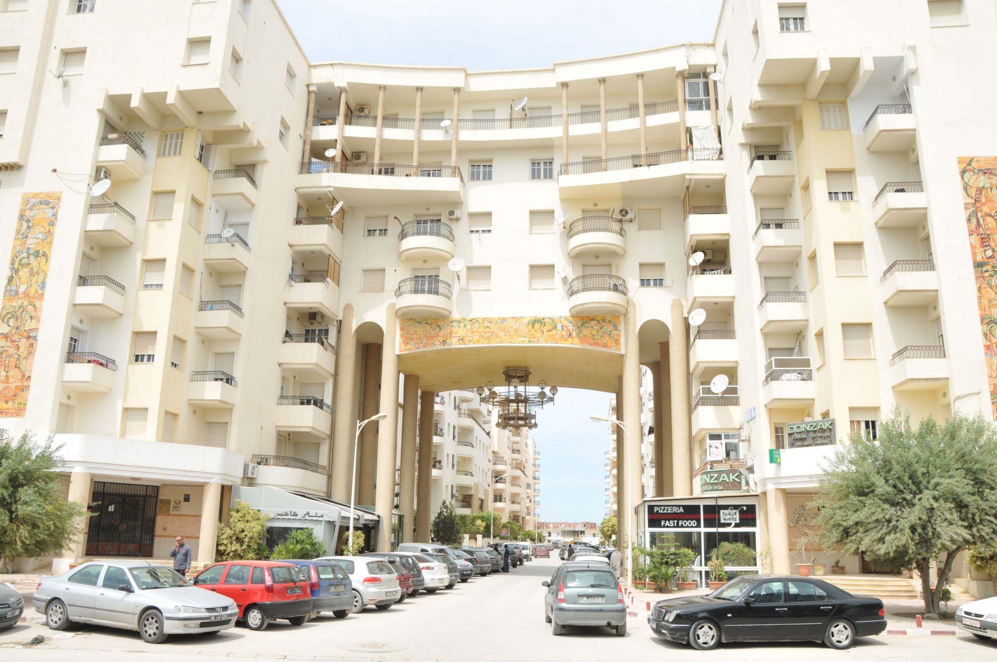 A vendre un joli appartement a tunis ainzaghouan diair for Accoucher dans une piscine