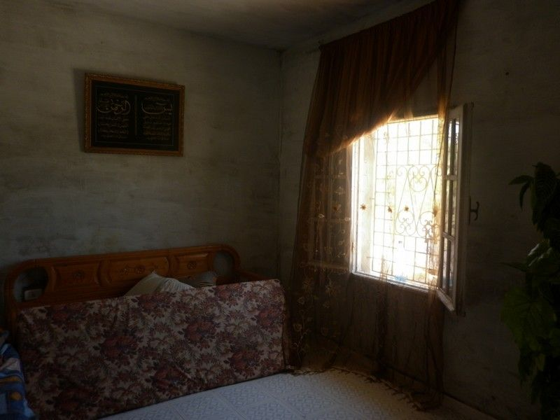 Av maison sur 900 m du terrain a borj hfaidh vente for Salon 9a3da 3arbi