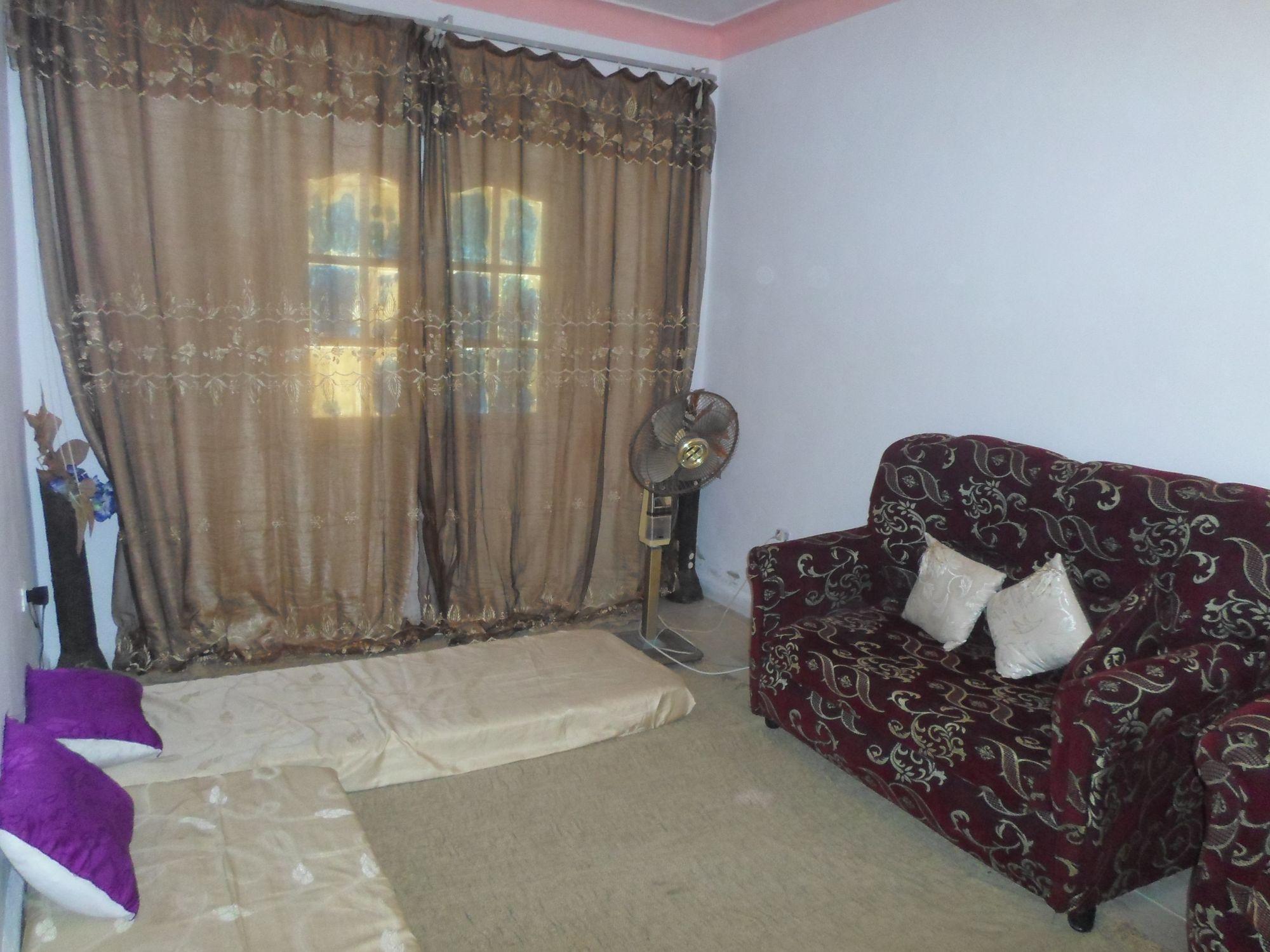 Av maison avec un petit prix vente maison hammamet for Salon 9a3da 3arbi