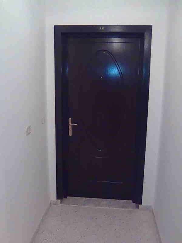 Vend spacieux appartement s 4 pr s carrefour et clinique for Meuble bureau kairouan