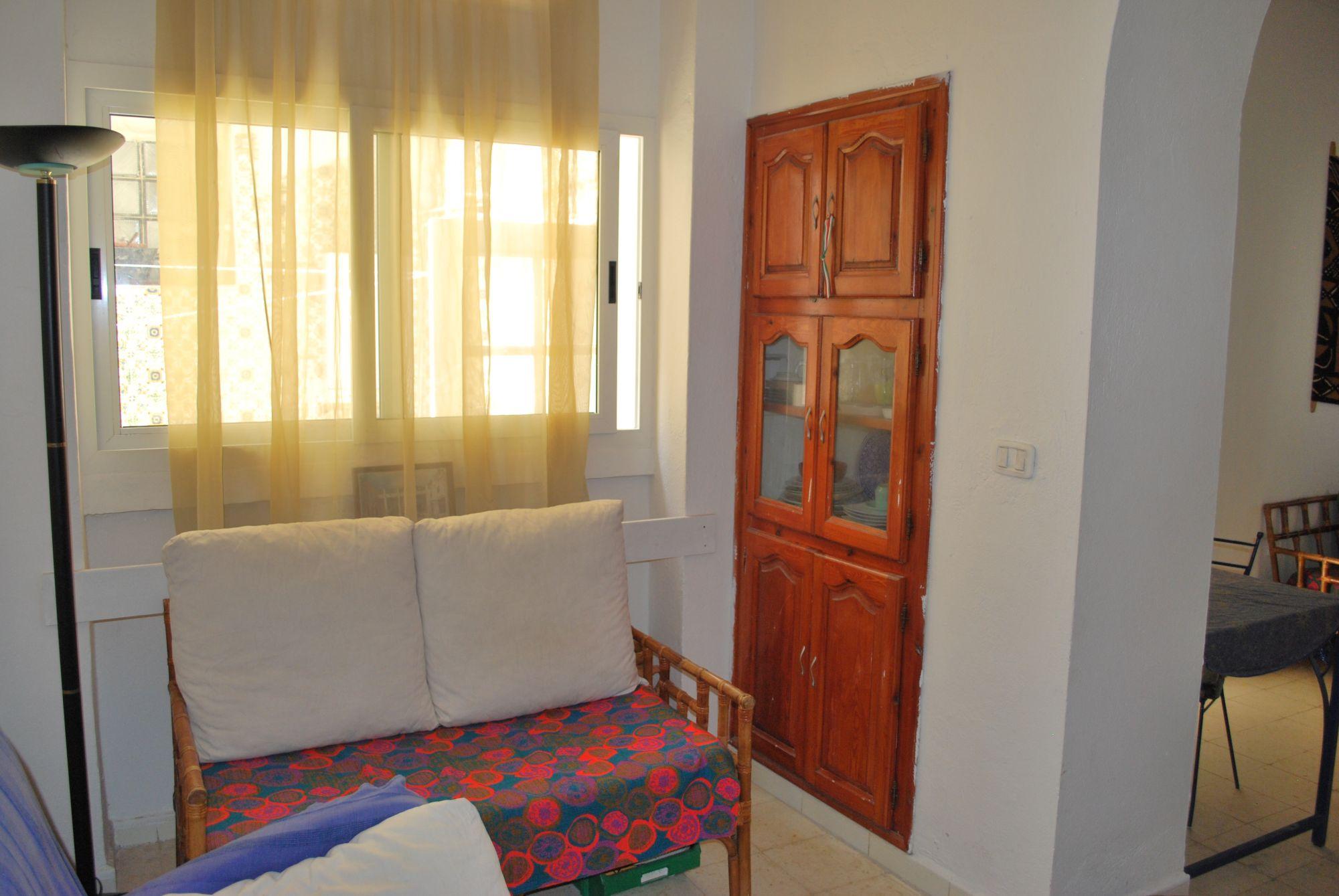 Cherche partager maison colocation maison marsa safsaf for Meuble bureau kairouan