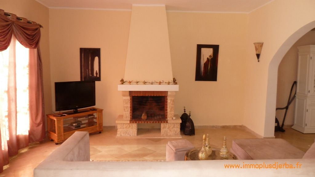 Belle villa avec piscine vendre djerba vente maison for Meuble bureau kairouan