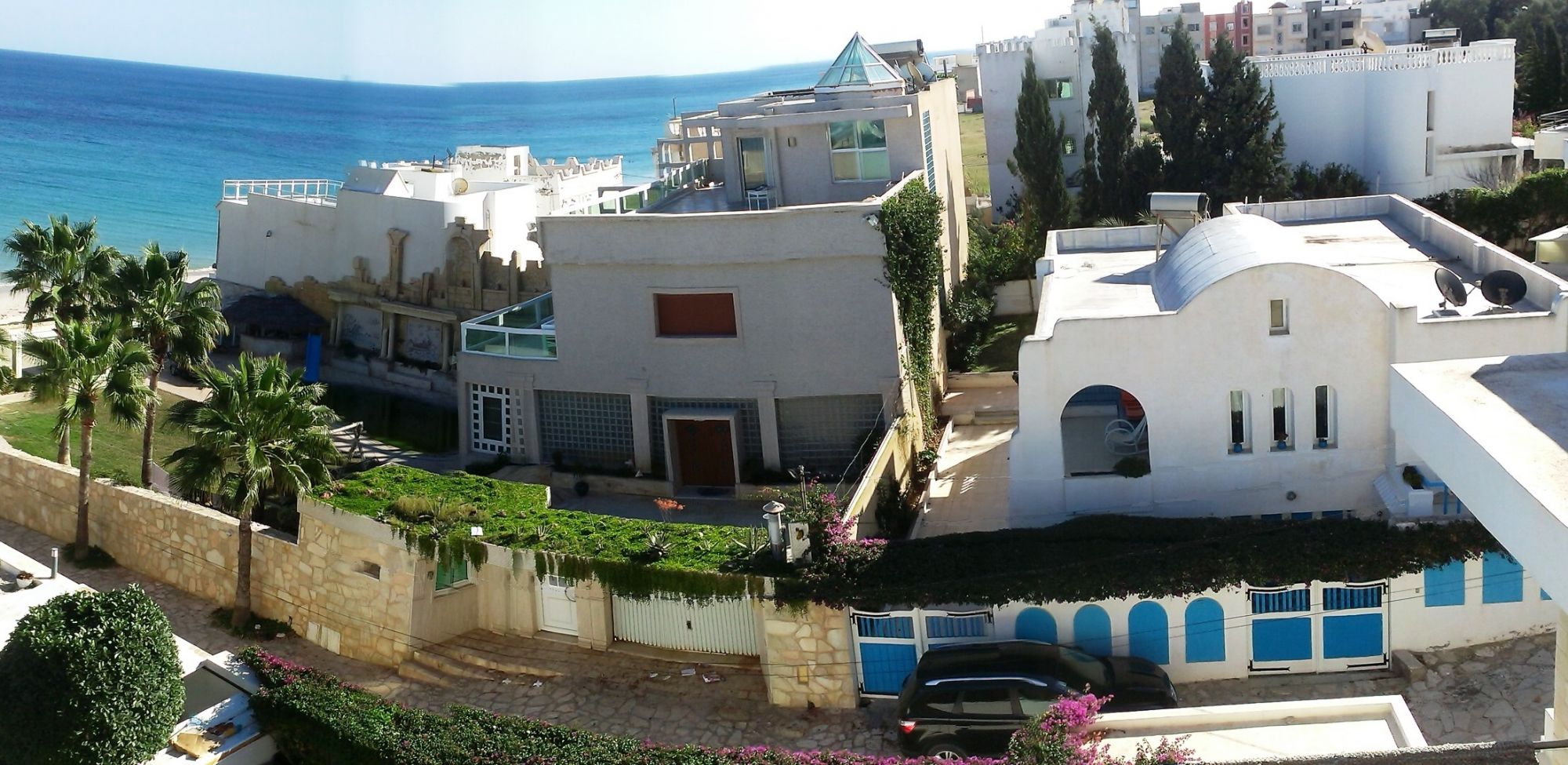 First floor of a villa 30 meters off the beach location for Maison traditionnelle tunisienne