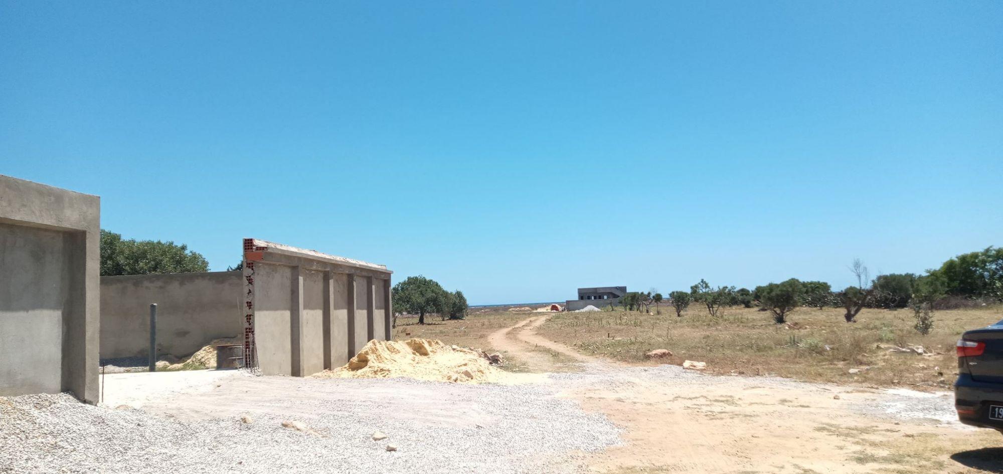 Maison inachevé 200m prés dela plage hammamet sud