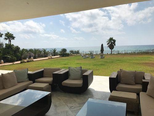 Villa manuellaréf:  mme serine pied dans l'eau