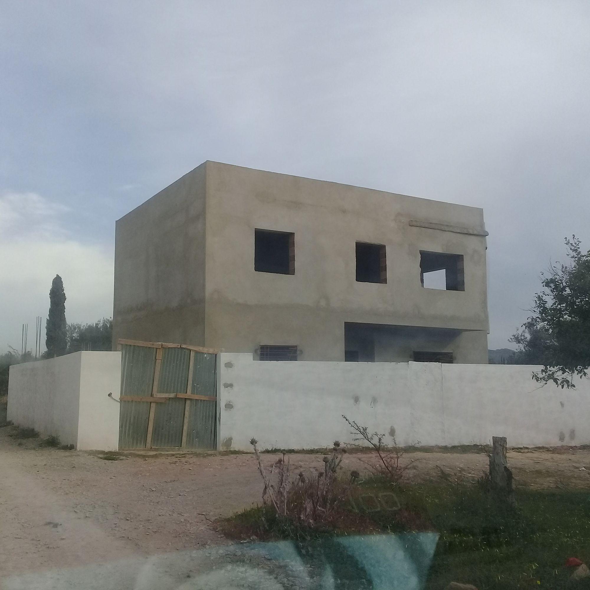 Maison inachevé a hamammet sur terrain de 300m avec garage et jar