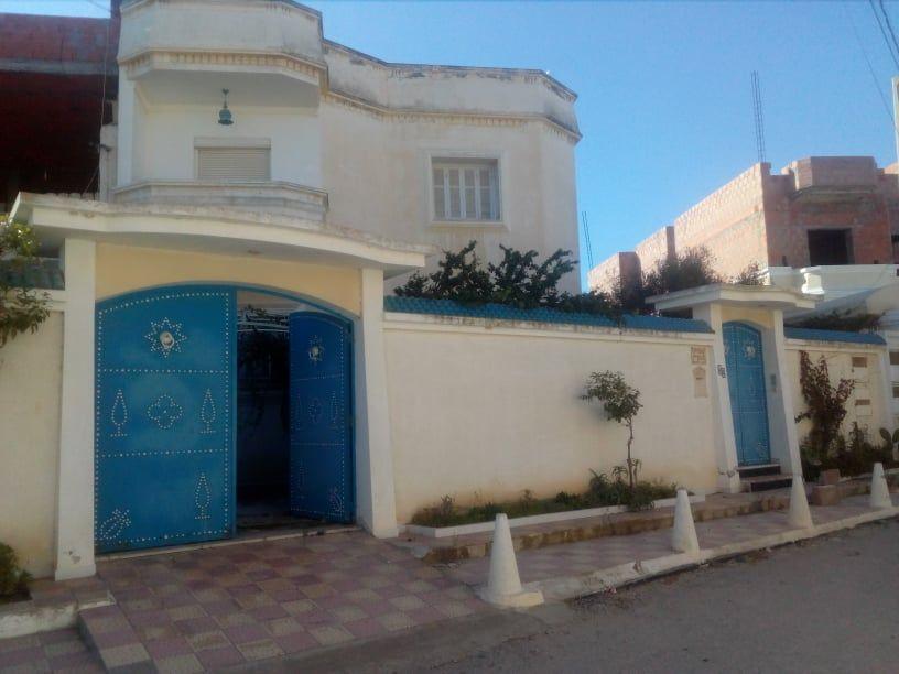 Nabeul ville prés de toutes les commodités une très belle villa