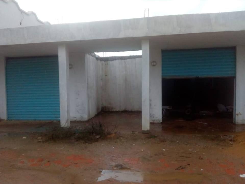 Deux garages sur terrain de 300m