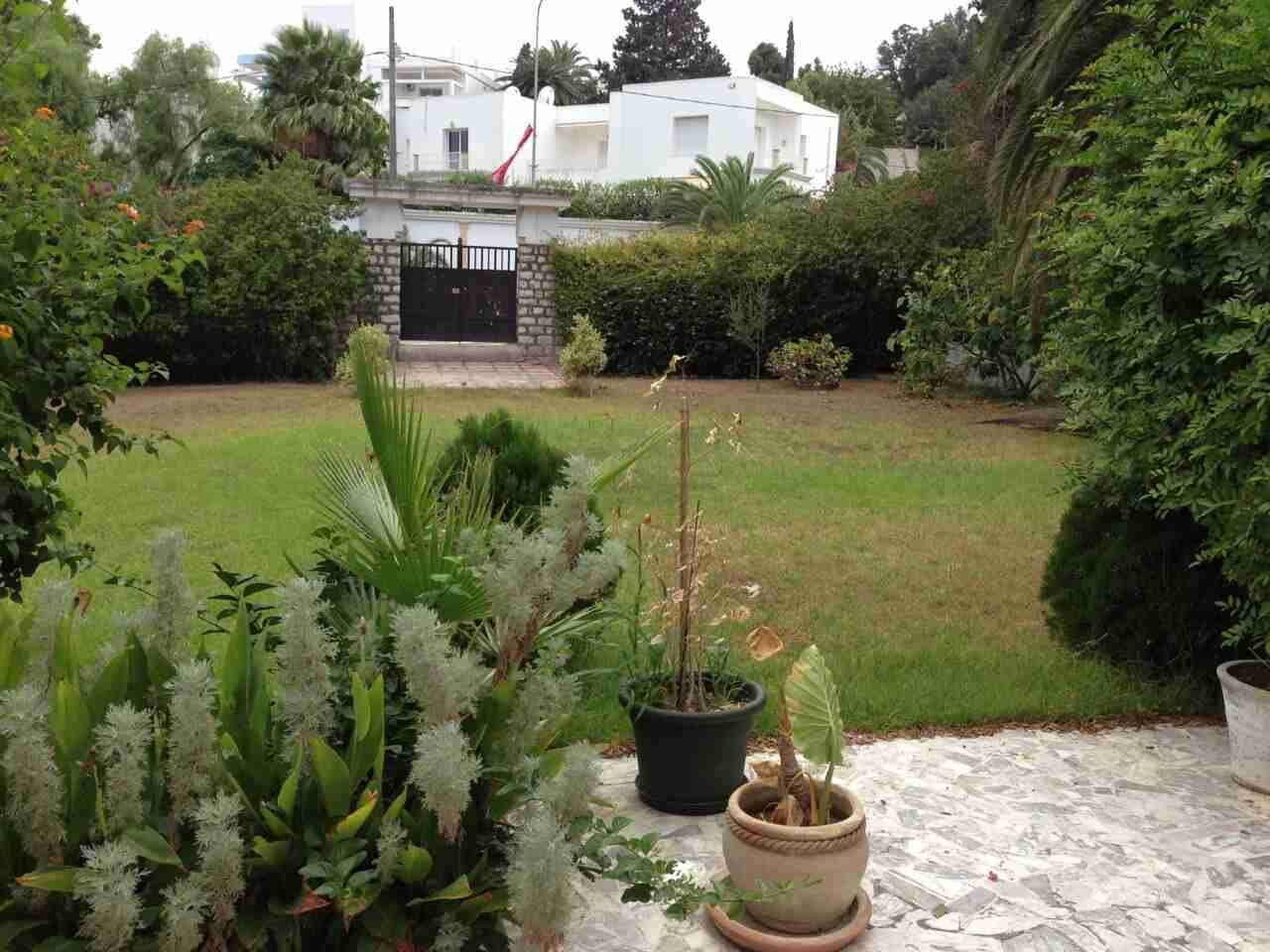 Carthage présidence belle villa de maître grand jardin