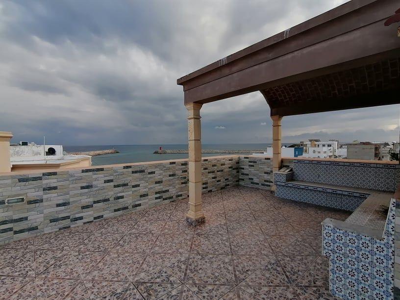 Immeuble r+2 au bord de la mer