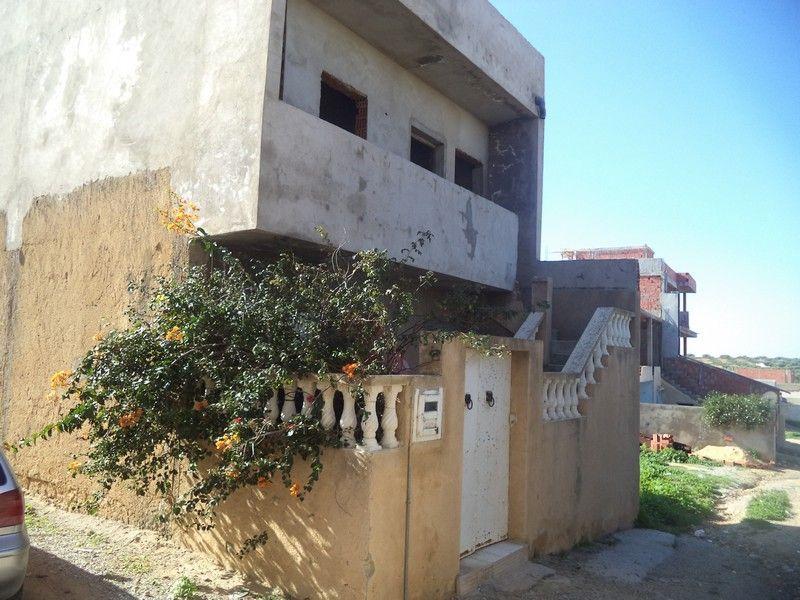 Maison sur 3 niveaux à hammamet sud