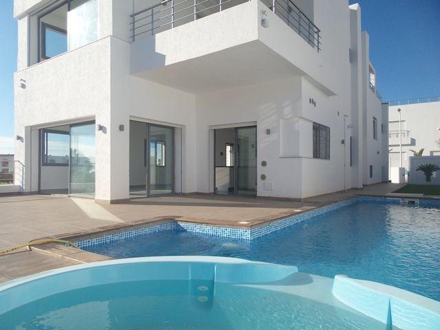 Villa asmahenréf:  villa avec piscine non meublée