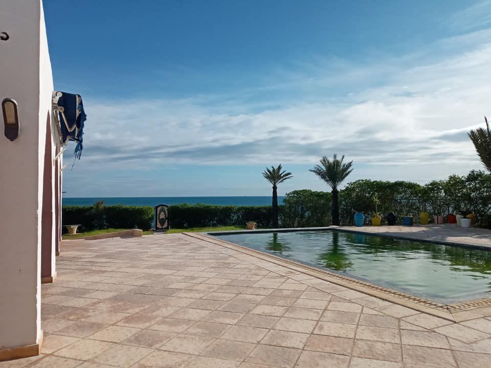 Villa pieds dans l'eau à vendre