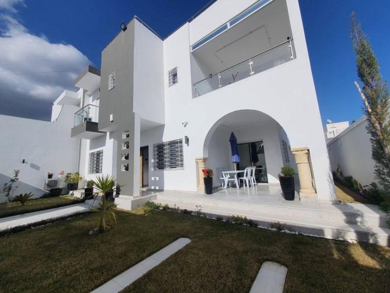 Villa hibaréf:  kharrouba