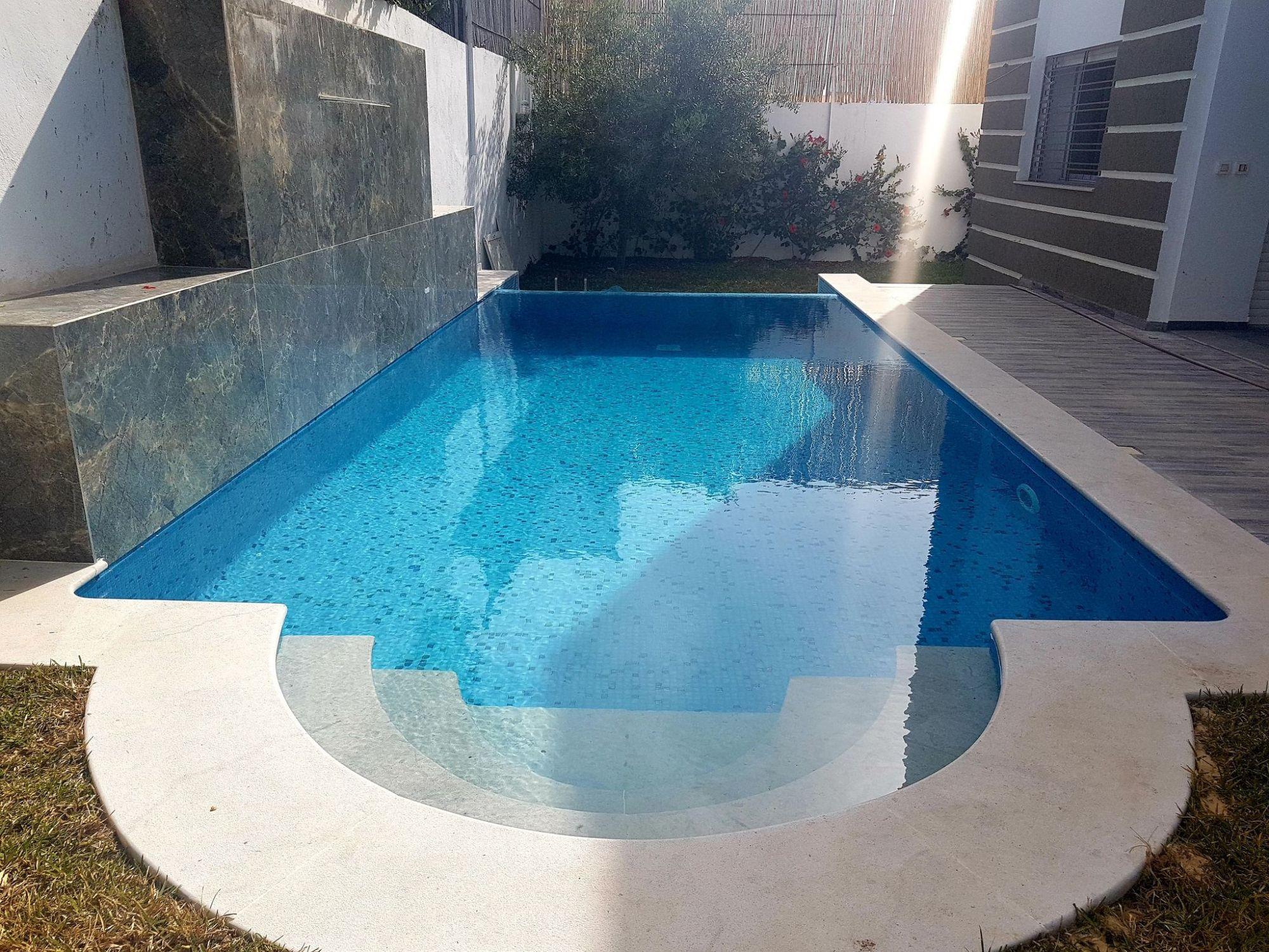 Villa s+4 avec piscine à hammamet nord
