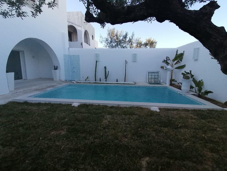 Av une belle villa à hammamet mm