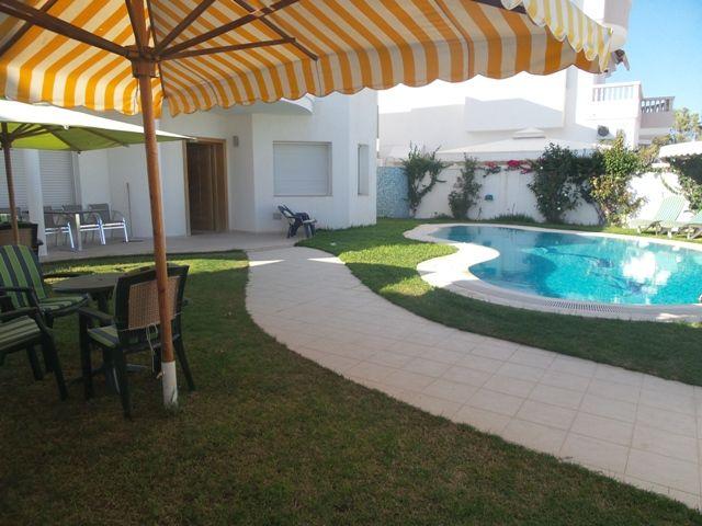 Villa monia réferen: villa avec piscine à beni khiar