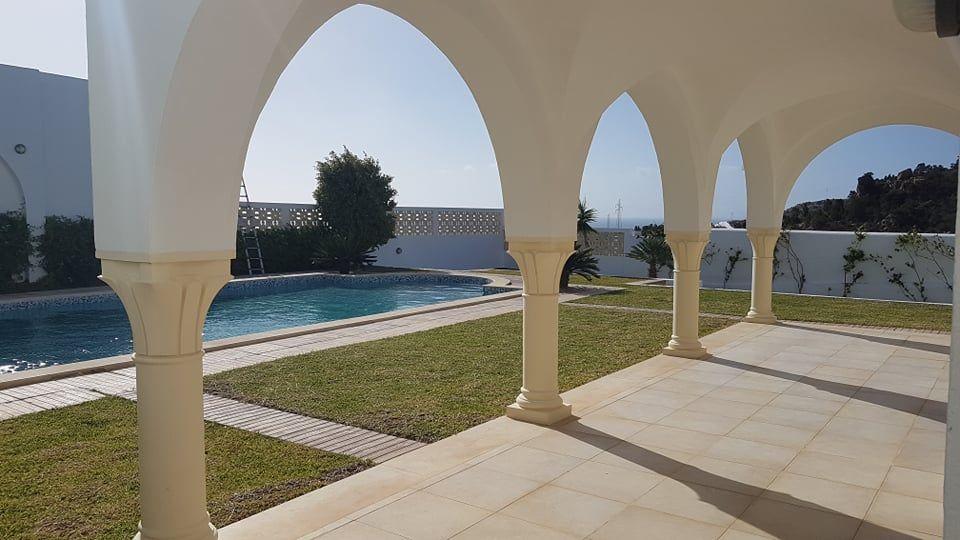 Villa s+4 avec piscine vue sur mer