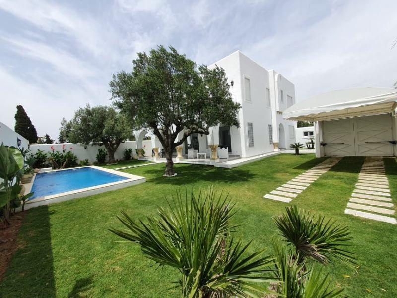 Dar mahmoudréf:  villa avec piscine meublée