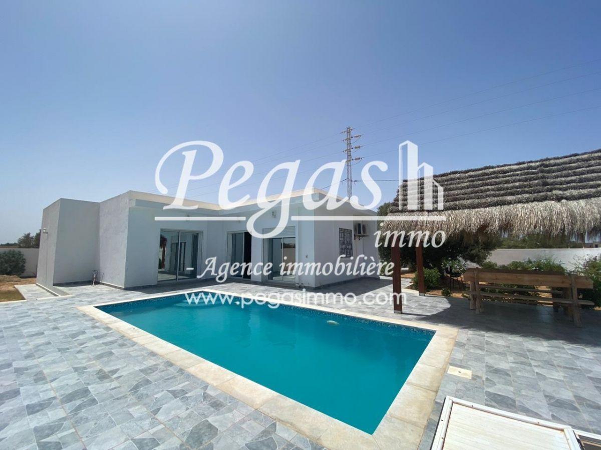 A louer une luxueuse maison avec piscine À djerba arkou