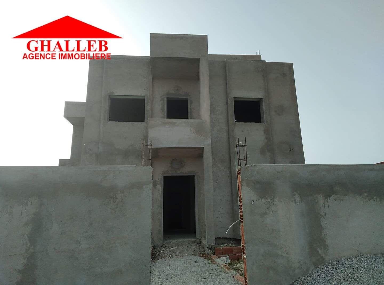 Une villa style duplex inachevée situé a hammamet sud av r