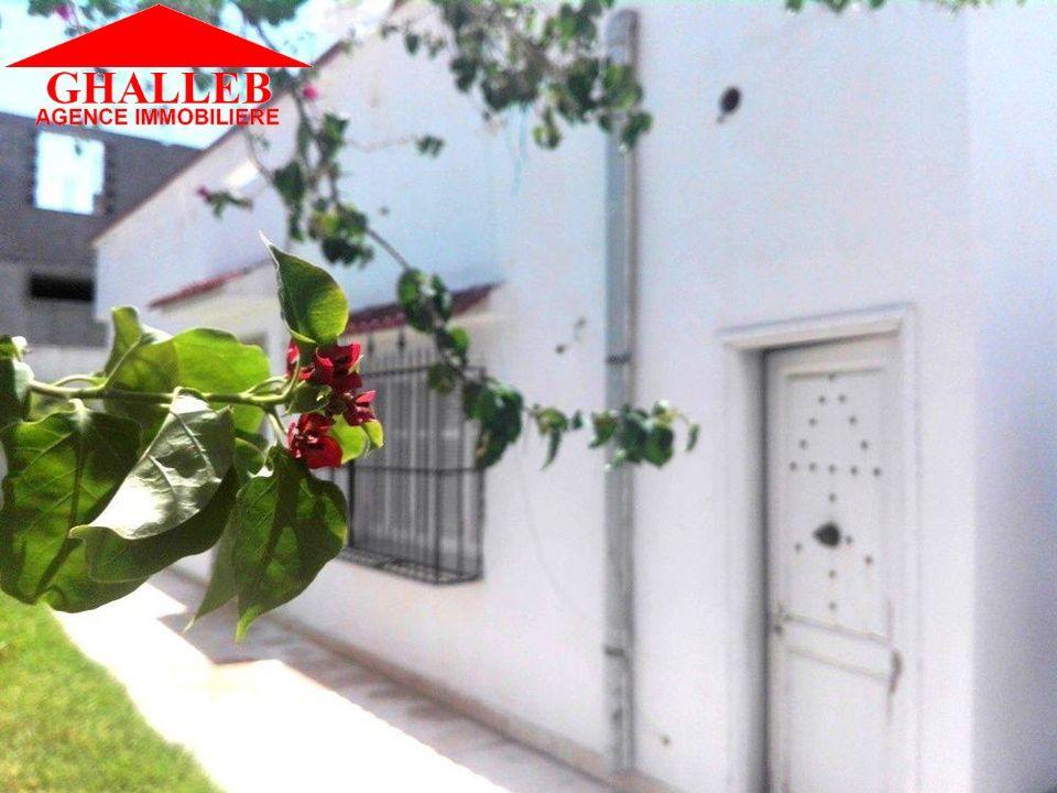 Une maison s+3 avec abri de voiture jardin g