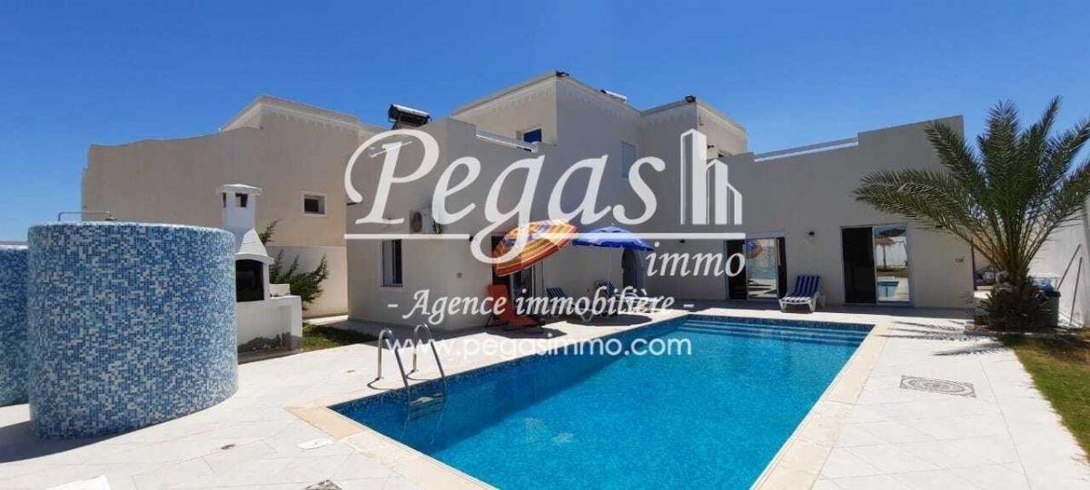 A louer une maison avec piscine à djerbala zone touristique