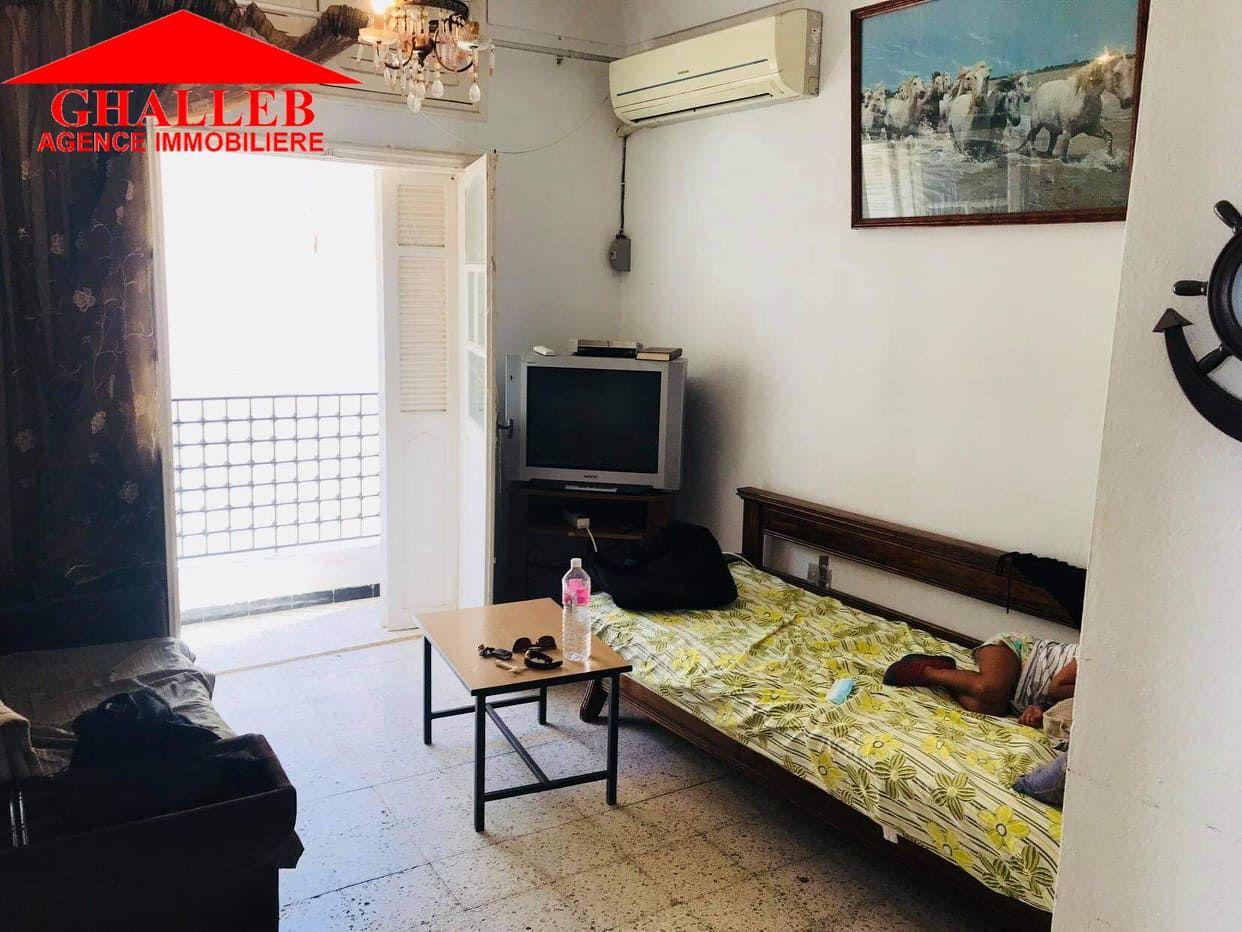 Un appartement en 1er étage gh