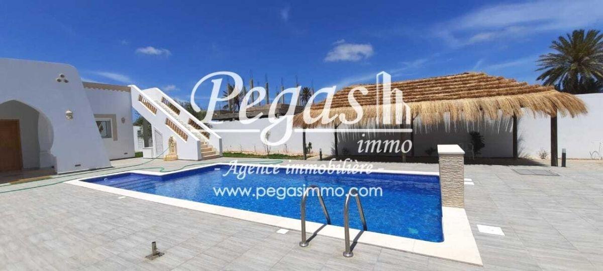 A louer une belle demeure avec piscine À djerba ghizen