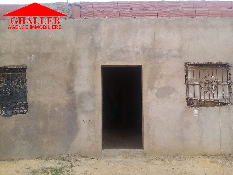 Une maison inachevée située a menchar av ran