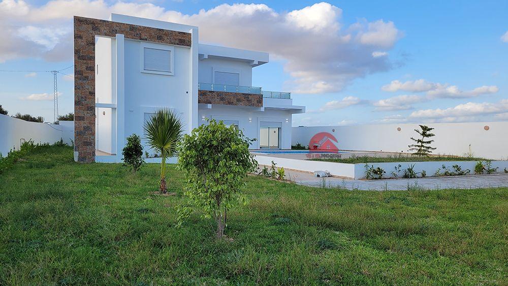 A vendre une villa de haut de gamme avec piscine a aghir djerba