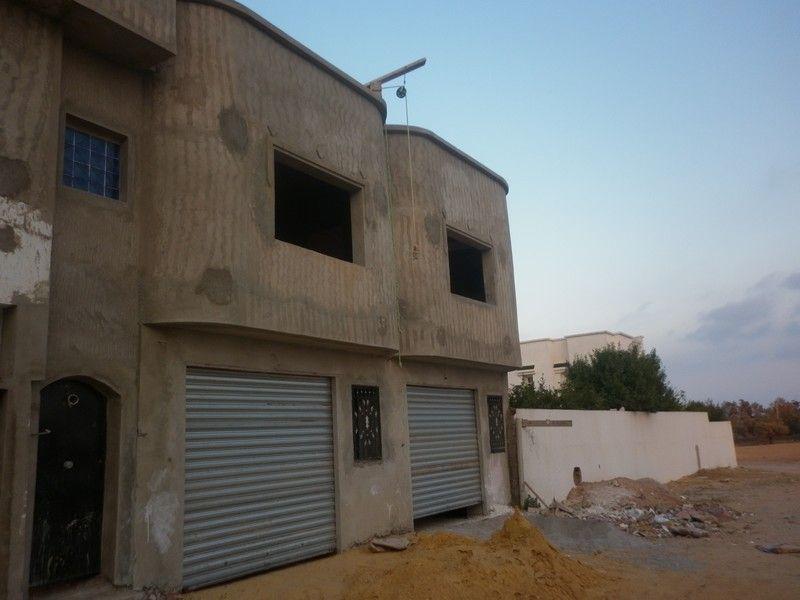 A louer 2 garages à coté carrefour kharrouba