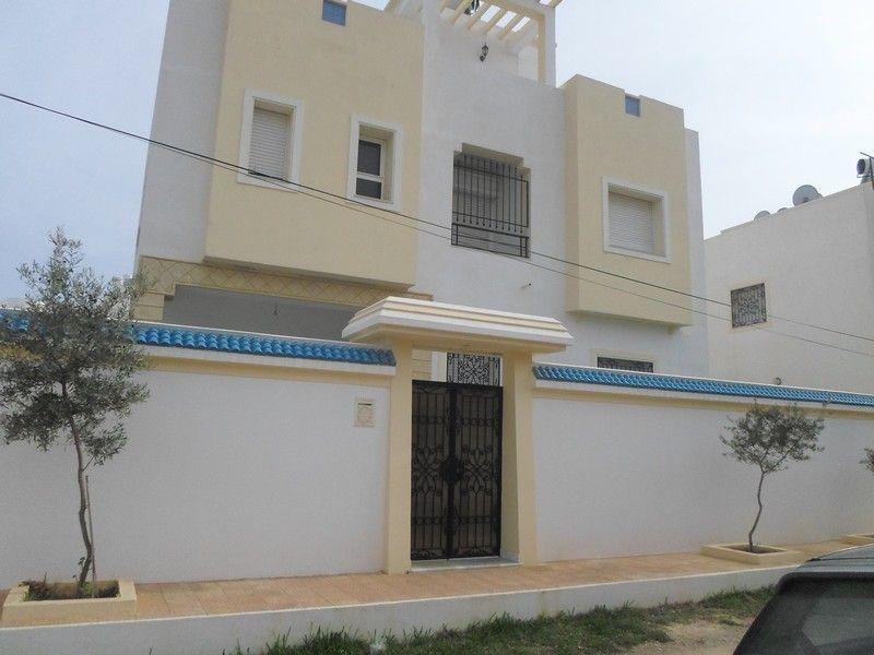 Belle villa sur trois niveaux proche d'une zone touristique
