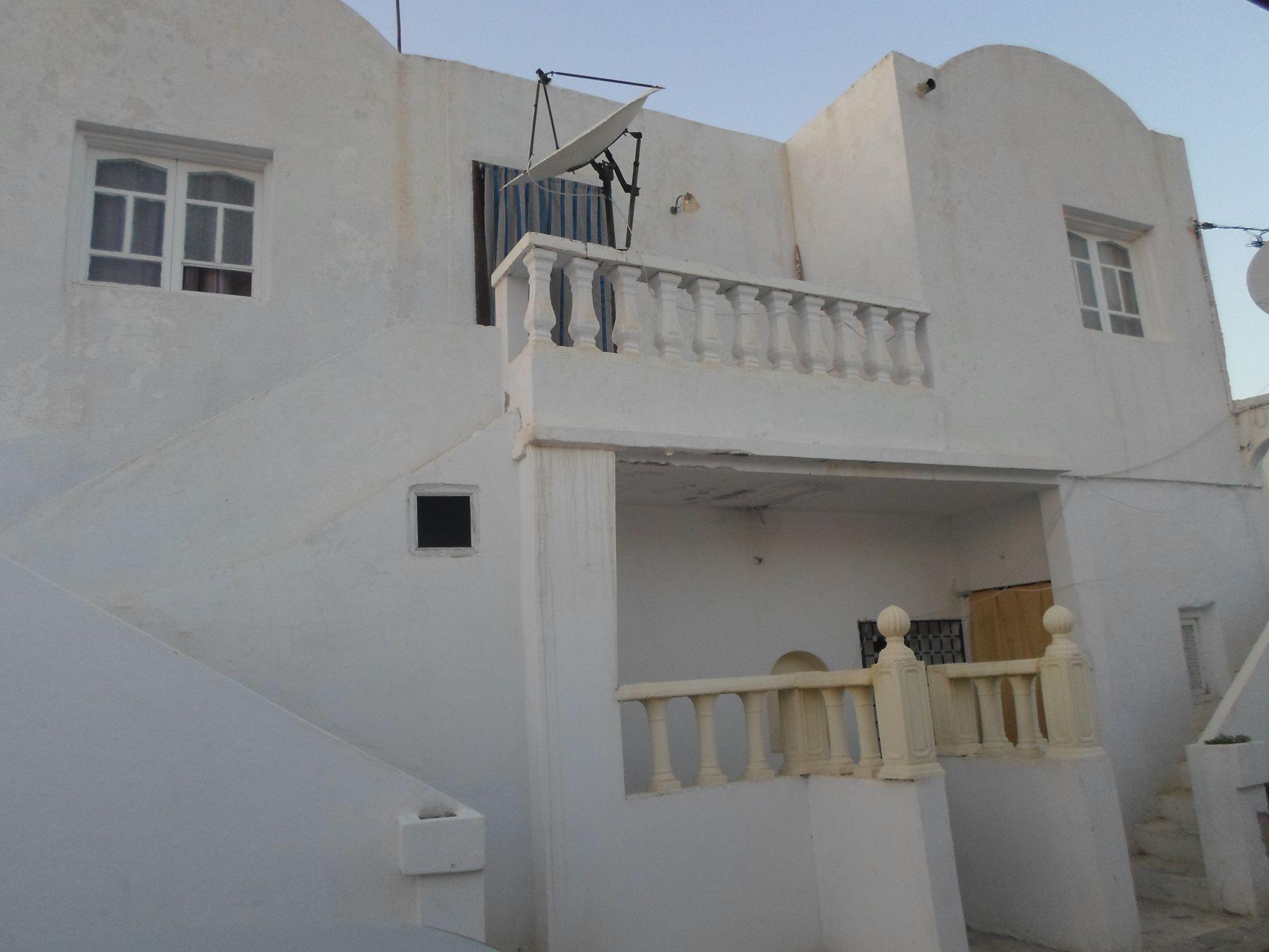 Av deux grandes maison trés proche de hammamet