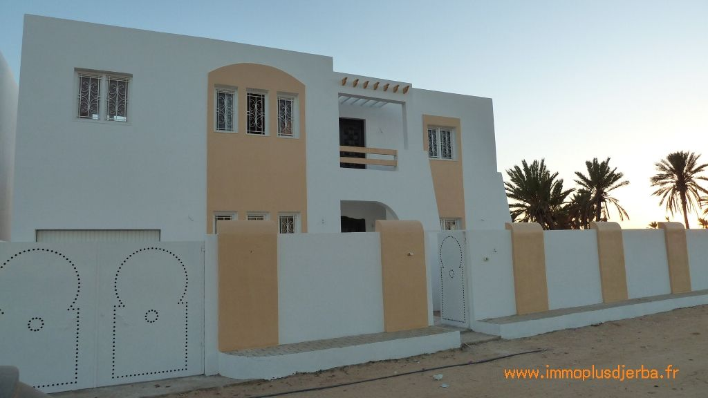 Villa neuve zone urbaine djerba midoun