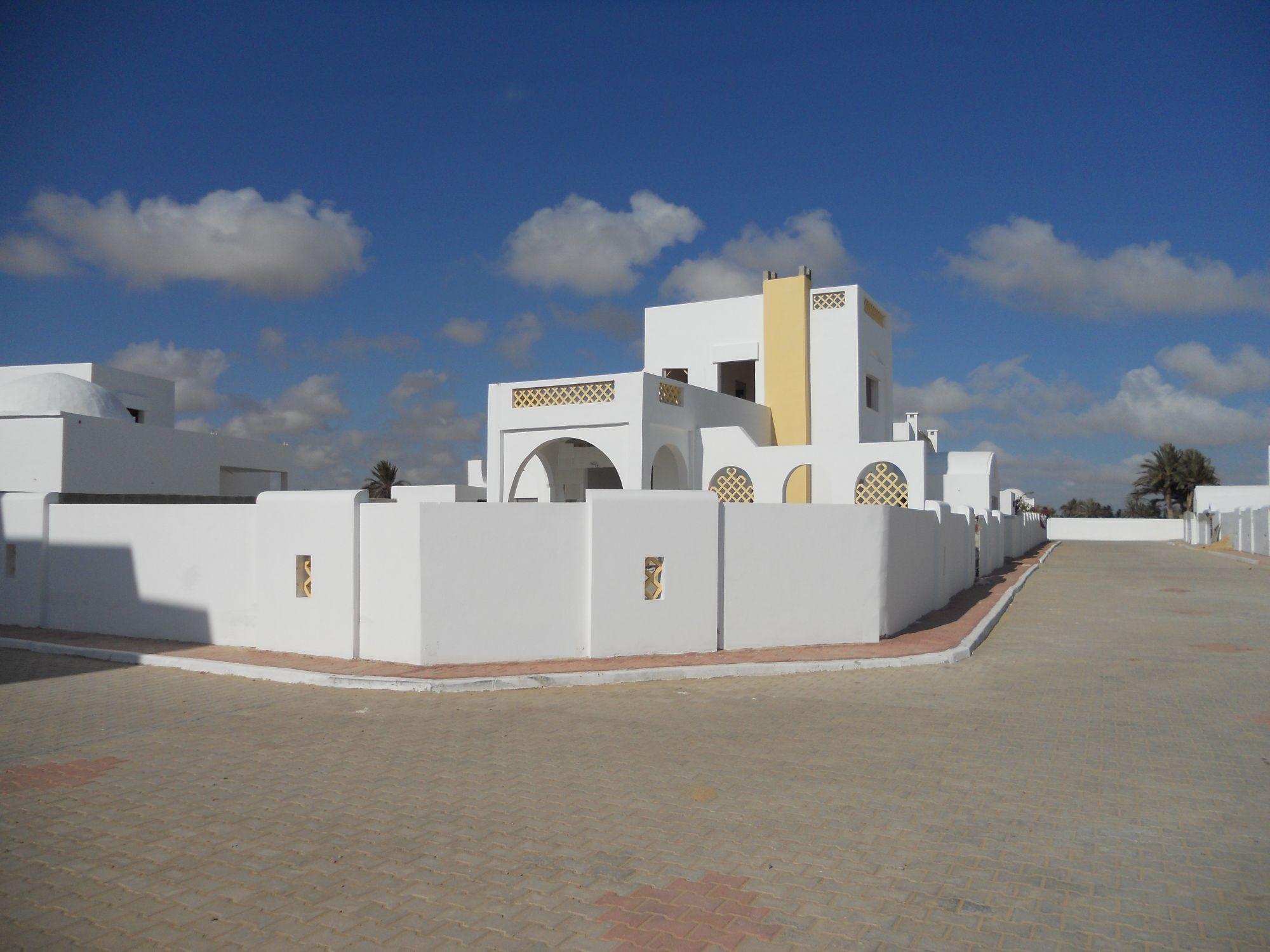 Charmante villa avec 2 chambres à vendre shams lo