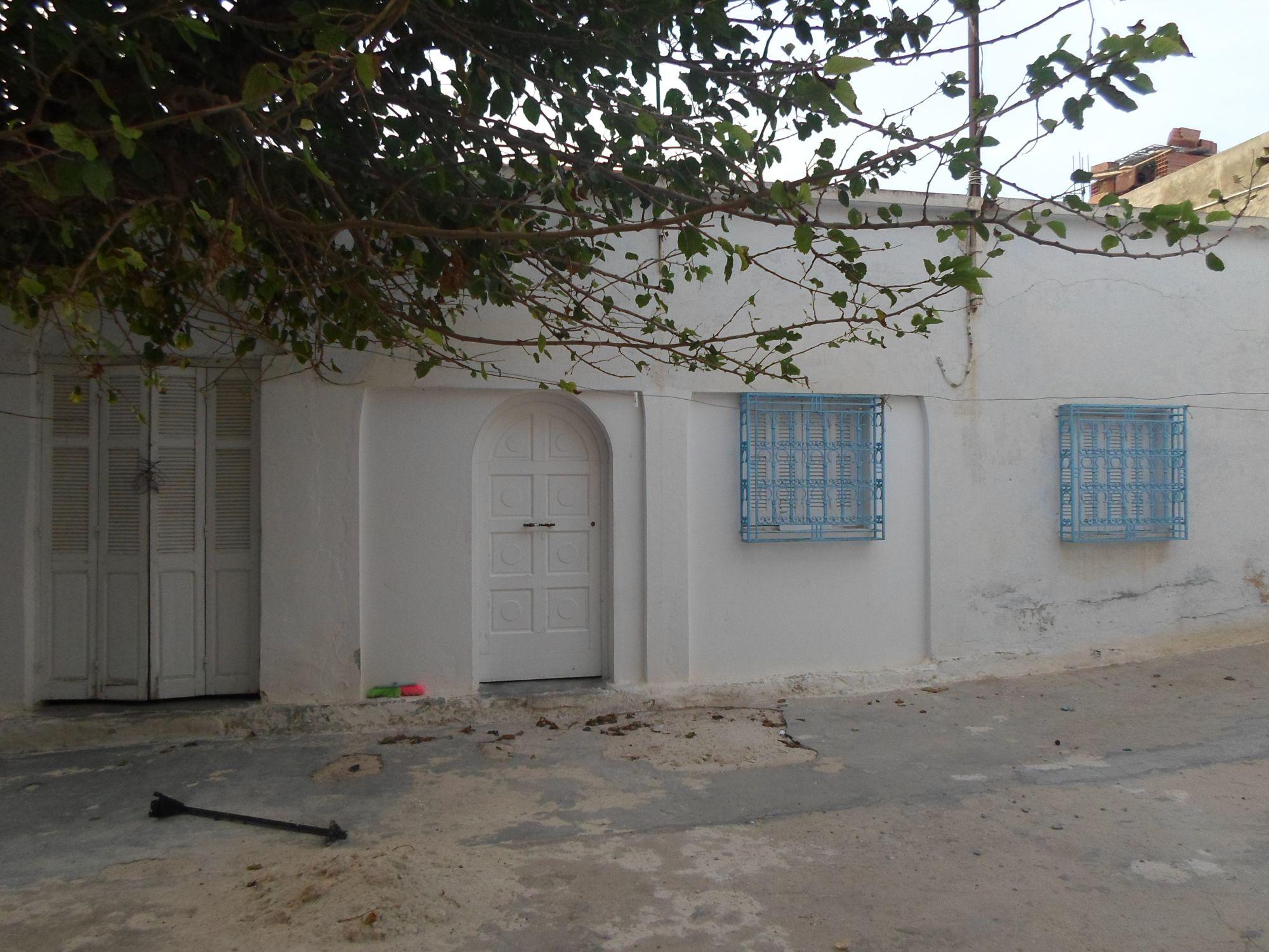 Av une maison arabe 400avec un prix interessant