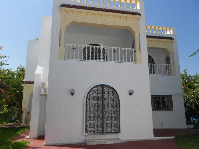 Av une trés belle grande villa à hammamet
