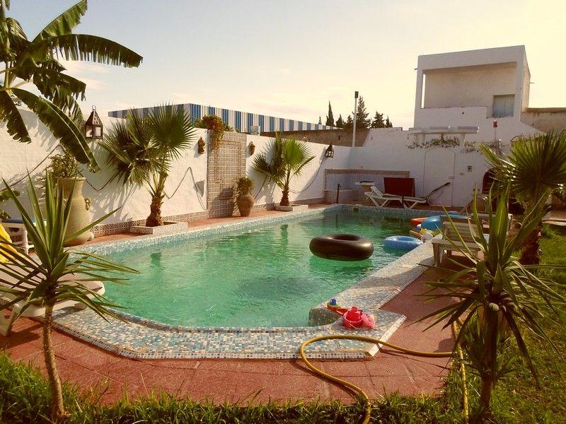 Av une trés belle villa avec piscine à hammamet