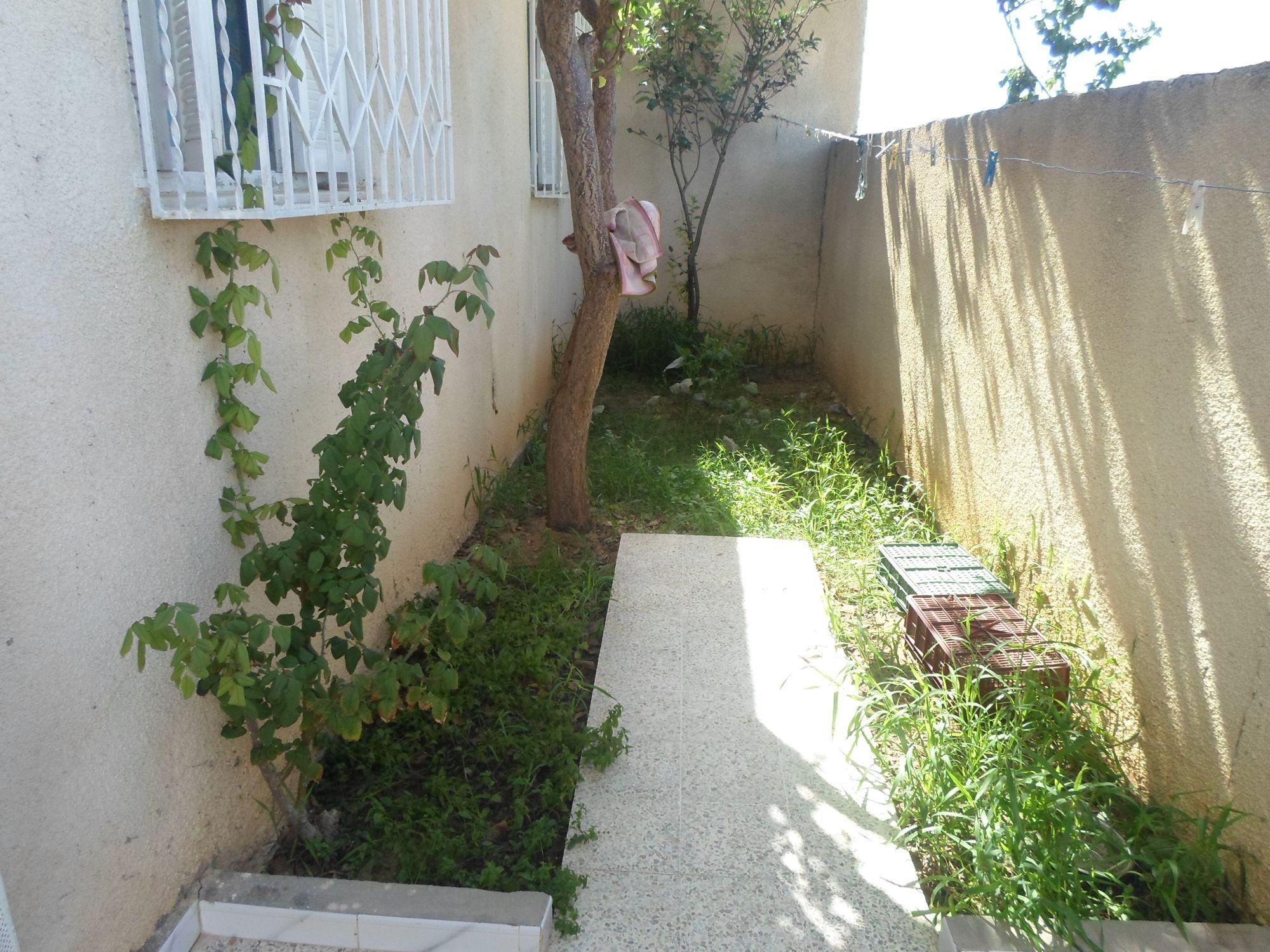 Av une belle maison aux arrondissements de hammamet