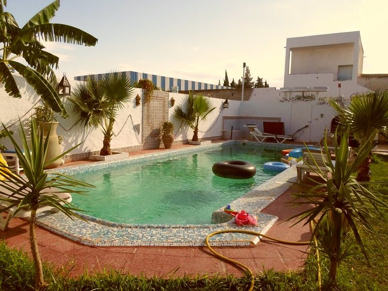 Av trés belle villa avec piscine quartier résidentiel à hammamet