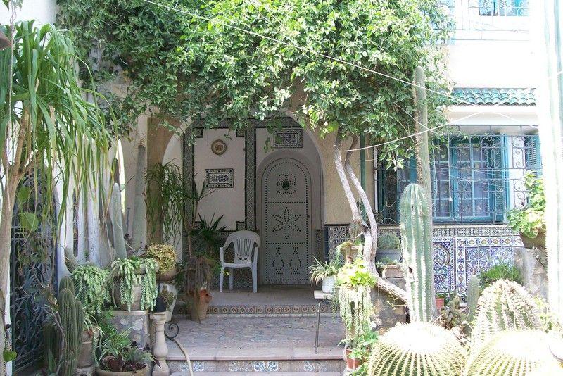 Av belle villa située au centre ville hammamet