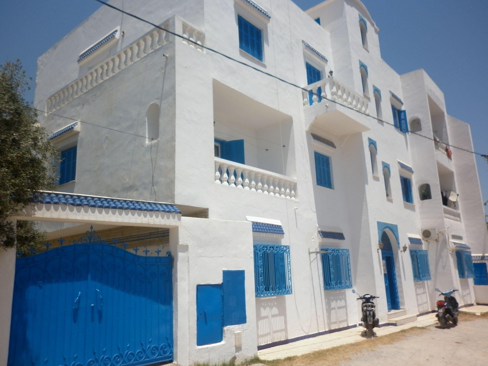 Immeuble r 2 en face hôtel aziza hammamet