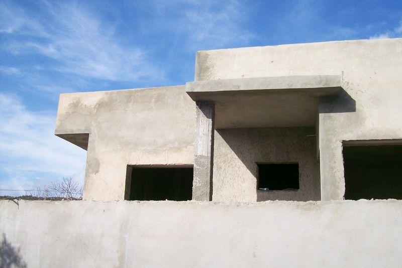 Av belle maison inachevée