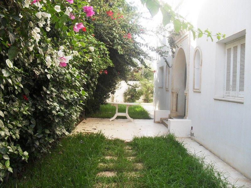 Villa meublé avec jardin et abri voiture