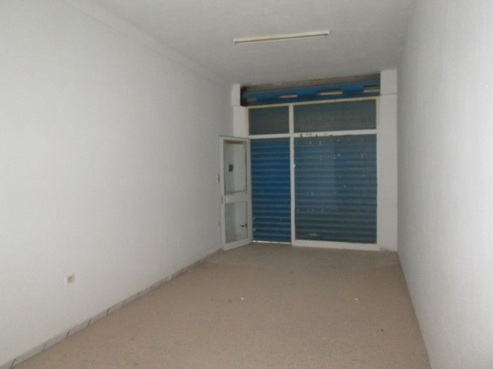 Al 2 locaux commerciaux à avenue hedi ouali hammamet